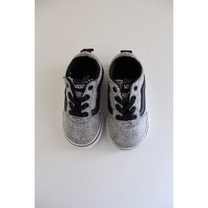 • TODDLER VANS BLACK AND GREY SZ 5 •